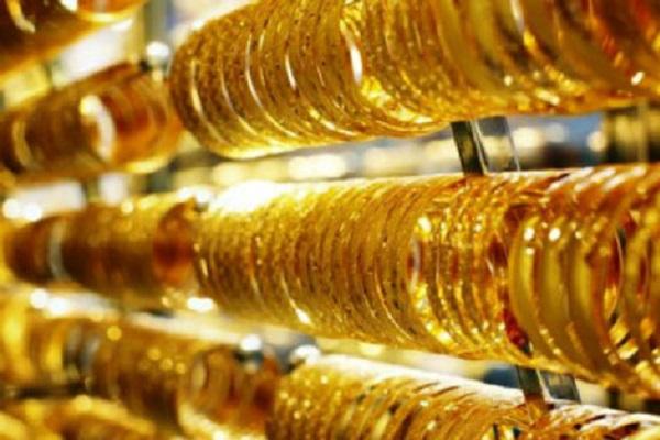"""Vàng """"chìm"""" ngoại tệ """"nổi"""". Gía vàng ngày 23-6 lại bất thường"""
