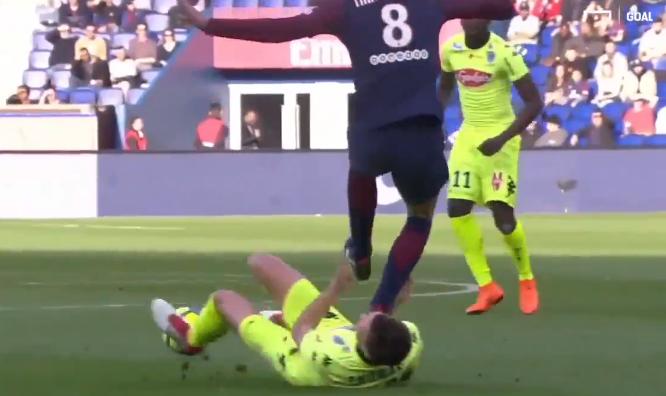 Thiago Motta bị thẻ đỏ nhưng Mbappe vẫn gánh Team