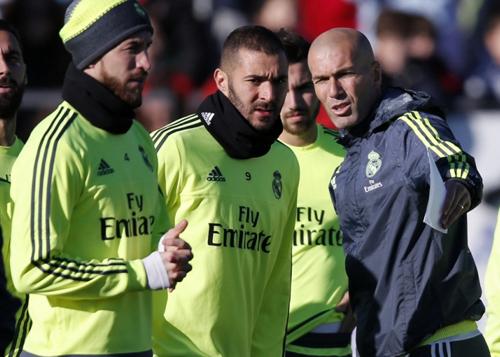 Thiếu hụt nhiều cầu thủ Zidance lo lắng tứ kết Champions League.