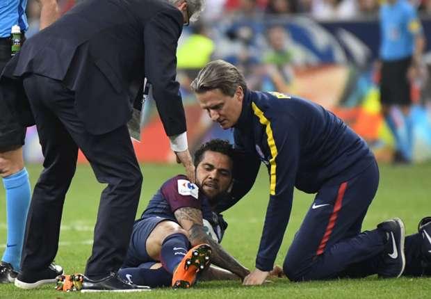 Brazil lo lắng về chấn thương của Dani Alves