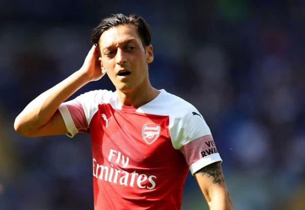 Mesut Ozil trong màu áo Arsenal