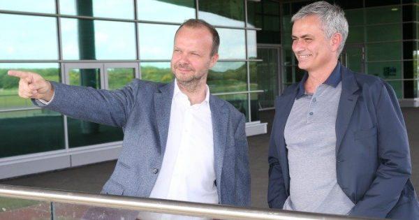 Ed woodward tin tưởng vào Mourinho