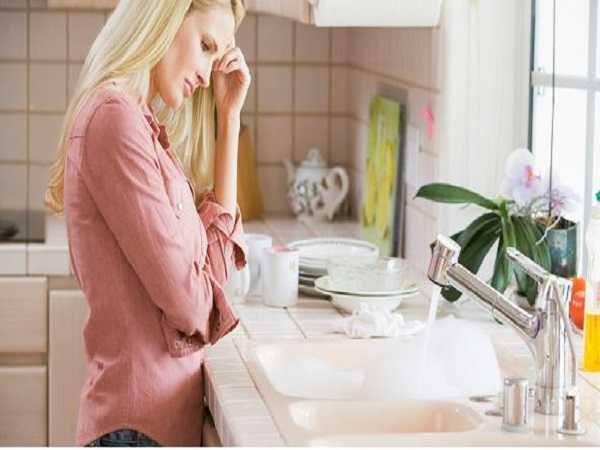 Tắc nghẽn khiến nhiều gia đình gặp khó khăn trong sinh hoạt hàng ngày.