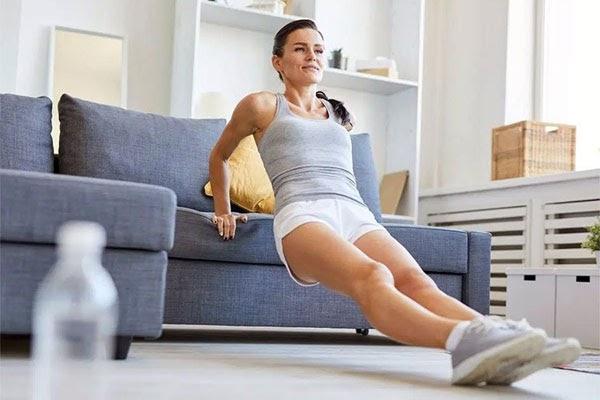 Bạn có thể thay ghế sofa bằng chiếc ghế bình thường
