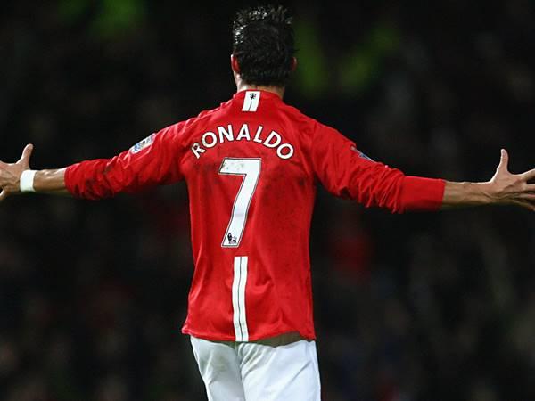 Bóng đá sáng 28/8: Ronaldo không thể mặc áo số 7